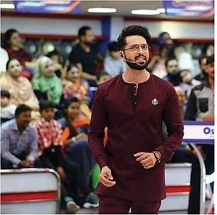 Maroon kurta and trouser with chest motif
