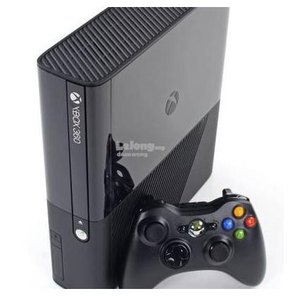 XBOX 360, 320 GB HARD, 60 GAMES INSTALLED WITH WIRELESS CONTROLLER