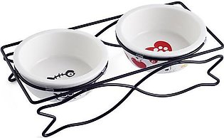 The dog/cat bowl provides ease of access to food and water which