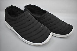 Ladies Winter Canvis Shoes Very Comfortable Article 5071 Color Black