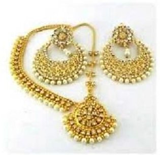Pearl Earrings With Matha Patti Golden