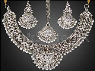 Pearls Silver Jewellery Set with Matha Patti